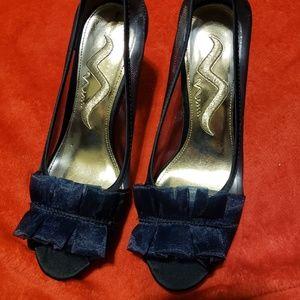 NWOT Nina High Heel Shoes Size 6.